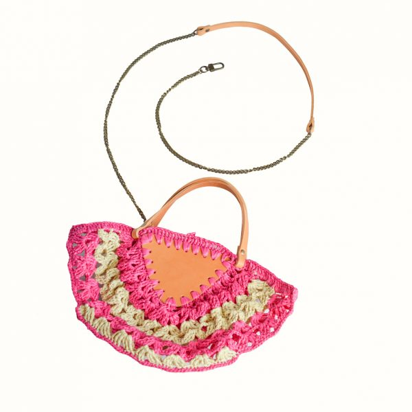 Small_bag_in_rafia_crochet_with_handle_in_leather_col_Natural_Gabriela_Vlad